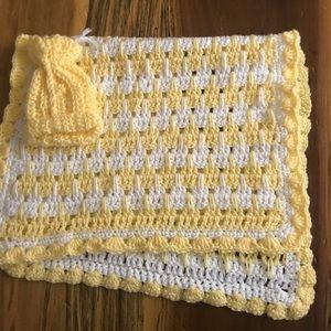 🎉Handmade Yellow and White Baby Blanket and Hat!